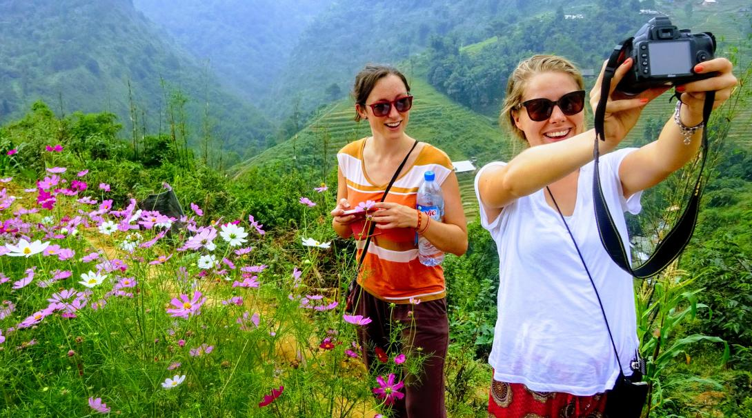 Volunteers travel around Vietnam during their trip abroad